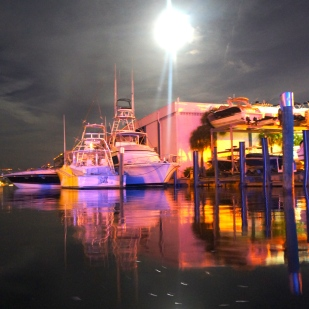 And went to a local seafood bar on the water to watch the rest of the moon's show.